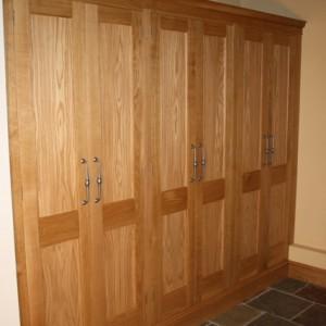 Wardrobe in oak